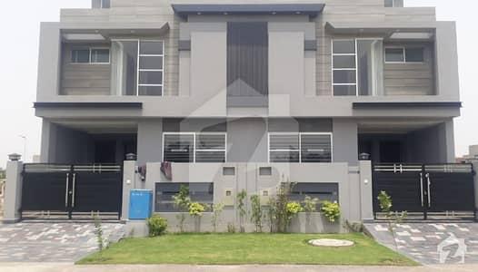 بینکرس ایوینیو کوآپریٹو ہاؤسنگ سوسائٹی لاہور میں 3 کمروں کا 10 مرلہ مکان 2.8 کروڑ میں برائے فروخت۔