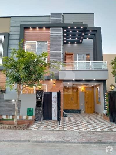 بحریہ ٹاؤن جناح بلاک بحریہ ٹاؤن سیکٹر ای بحریہ ٹاؤن لاہور میں 3 کمروں کا 5 مرلہ مکان 1.4 کروڑ میں برائے فروخت۔