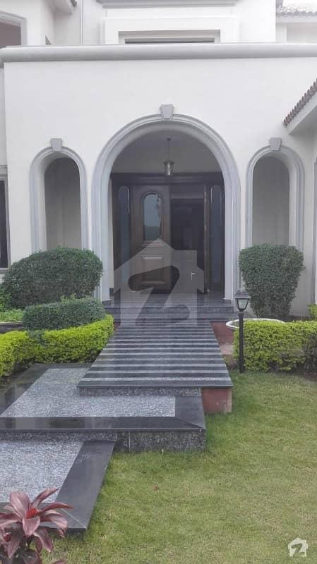 ایف ۔ 11/3 ایف ۔ 11 اسلام آباد میں 7 کمروں کا 2 کنال مکان 24 کروڑ میں برائے فروخت۔