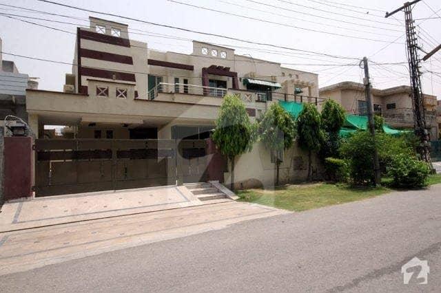 ڈی ایچ اے فیز 4 ڈیفنس (ڈی ایچ اے) لاہور میں 4 کمروں کا 10 مرلہ مکان 1 لاکھ میں کرایہ پر دستیاب ہے۔