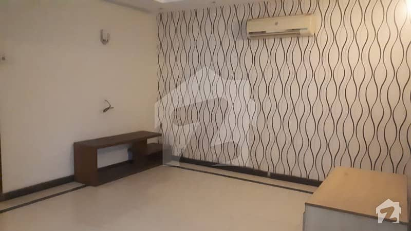 10 MARLA RESIDENTIAL HOUSE IN KARIM BLOCK ON VERY HOT LOCATION