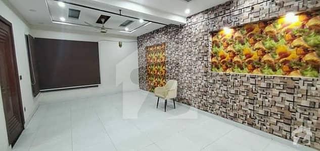 جوہر ٹاؤن لاہور میں 6 کمروں کا 1 کنال مکان 6.25 کروڑ میں برائے فروخت۔