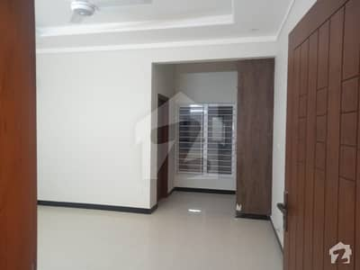 گلبرگ ریزیڈنشیا - بلاک ایف گلبرگ ریزیڈنشیا گلبرگ اسلام آباد میں 4 کمروں کا 7 مرلہ مکان 2.6 کروڑ میں برائے فروخت۔