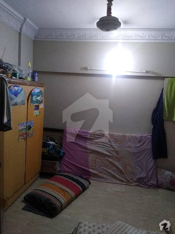 پی آئی بی کالونی کراچی میں 2 کمروں کا 4 مرلہ فلیٹ 75 لاکھ میں برائے فروخت۔