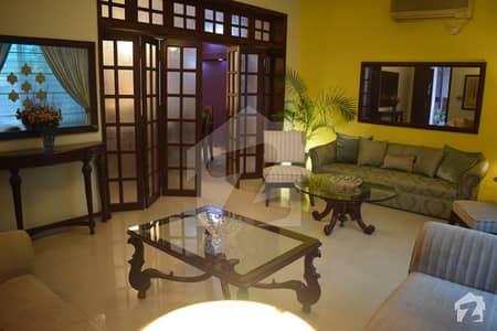 پی جی ای سی ایچ ایس فیز 1 پنجاب گورنمنٹ ایمپلائیز سوسائٹی لاہور میں 5 کمروں کا 1 کنال مکان 5.5 کروڑ میں برائے فروخت۔