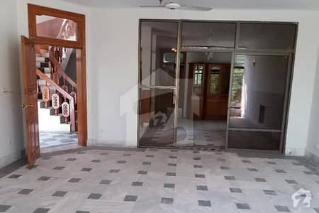 ایف ۔ 10 مرکز ایف ۔ 10 اسلام آباد میں 6 کمروں کا 2.04 کنال مکان 14.5 کروڑ میں برائے فروخت۔