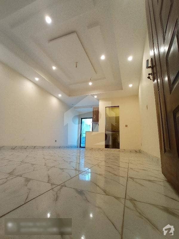 پی آئی اے ہاؤسنگ سکیم ۔ بلاک سی پی آئی اے ہاؤسنگ سکیم لاہور میں 1 کمرے کا 1 مرلہ فلیٹ 32 لاکھ میں برائے فروخت۔