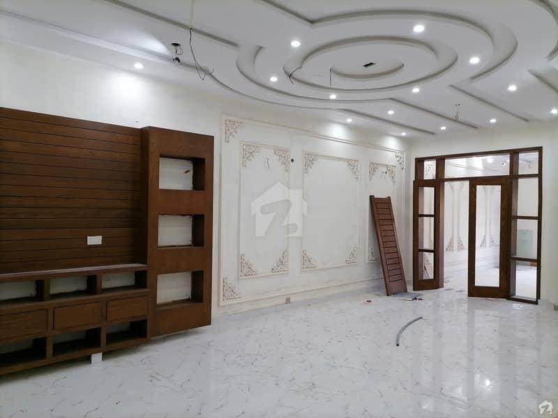 نشیمنِ اقبال فیز 1 نشیمنِ اقبال لاہور میں 5 کمروں کا 10 مرلہ مکان 2.45 کروڑ میں برائے فروخت۔