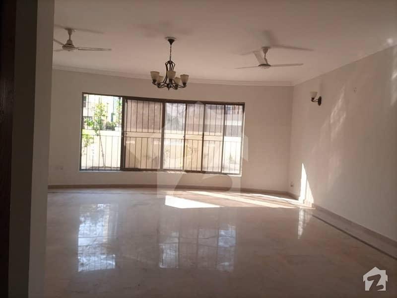 ایف ۔ 11 اسلام آباد میں 6 کمروں کا 1 کنال مکان 9.3 کروڑ میں برائے فروخت۔