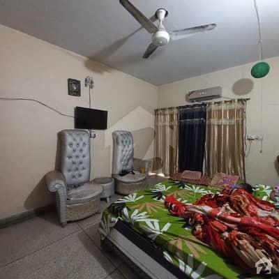 لٹن روڈ لاہور میں 2 کمروں کا 4 مرلہ فلیٹ 30 لاکھ میں برائے فروخت۔