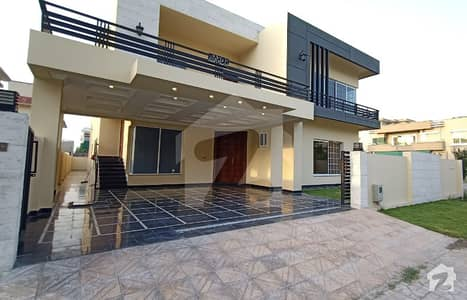 Stunning Brand New 1 Kanal Luxurious House For Sale