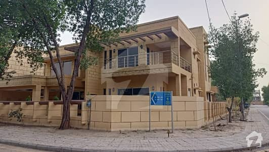 24 Marla Corner Side Double Storey House 7 bed room for Rent
