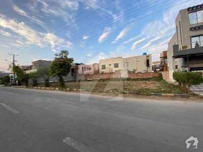 01 Kanal Hot Location 60 Ft Road Plot For Sale In HBFC Society