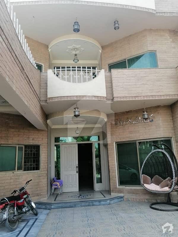خیابان کالونی 2 فیصل آباد میں 7 کمروں کا 15 مرلہ مکان 4.05 کروڑ میں برائے فروخت۔