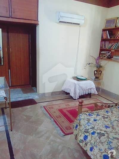 وزیر آباد روڈ سیالکوٹ میں 3 کمروں کا 12 مرلہ بالائی پورشن 25 ہزار میں کرایہ پر دستیاب ہے۔