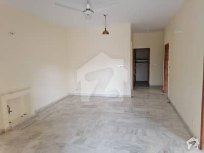 ایف ۔ 11 اسلام آباد میں 5 کمروں کا 1 کنال مکان 2 لاکھ میں کرایہ پر دستیاب ہے۔