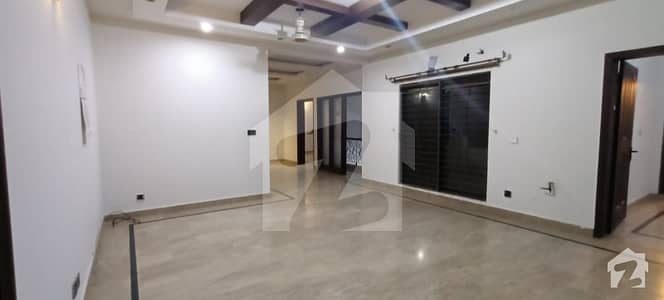 01 Kanal Upper Portion With Separate Gate For Rent In State Life