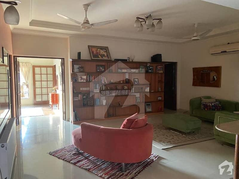 اسٹیٹ لائف فیز 1 - بلاک سی اسٹیٹ لائف ہاؤسنگ فیز 1 اسٹیٹ لائف ہاؤسنگ سوسائٹی لاہور میں 5 کمروں کا 1 کنال مکان 3.4 کروڑ میں برائے فروخت۔