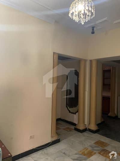ڈی ایچ اے فیز 2 - بلاک وی فیز 2 ڈیفنس (ڈی ایچ اے) لاہور میں 4 کمروں کا 10 مرلہ مکان 95 ہزار میں کرایہ پر دستیاب ہے۔