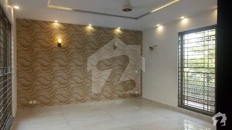 ڈی ایچ اے فیز 3 ڈیفنس (ڈی ایچ اے) لاہور میں 6 کمروں کا 1 کنال مکان 1.9 لاکھ میں کرایہ پر دستیاب ہے۔