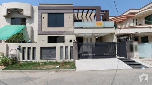 In Punjab Coop Housing - Block E - Punjab Coop Housing Society 10  Marla House For Sale