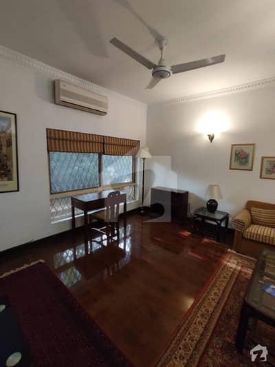 ڈپلومیٹک انکلیو اسلام آباد میں 2 کمروں کا 7 مرلہ فلیٹ 3 کروڑ میں برائے فروخت۔