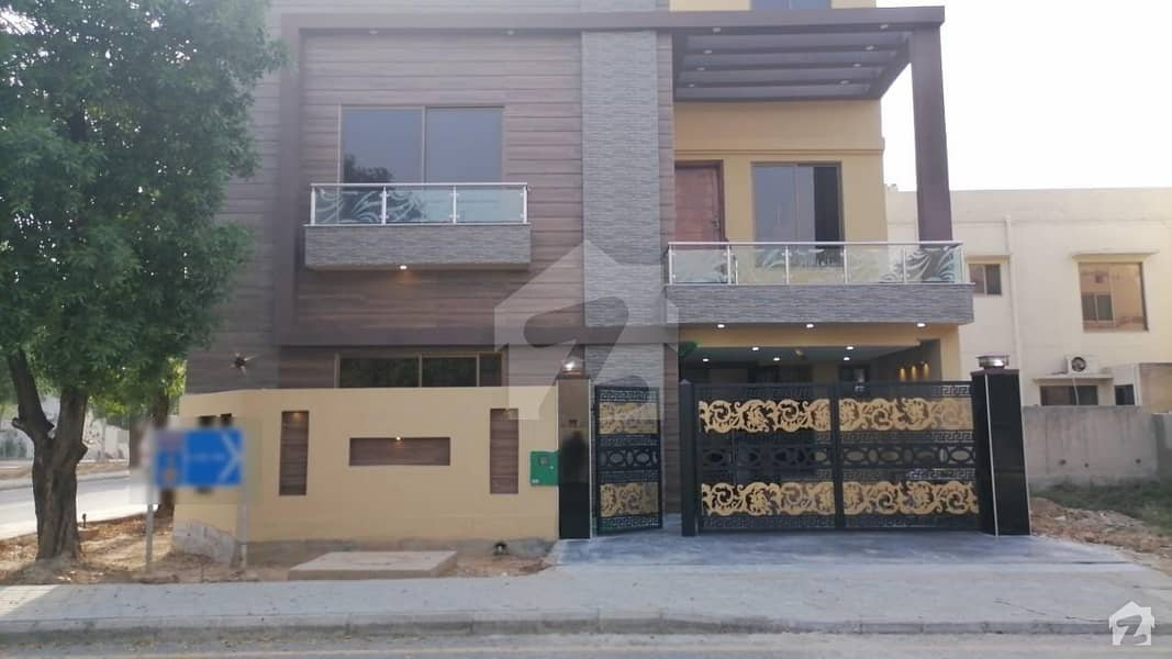 6.40 Marla Corner Prime Location House Located In Eastern District Corner+main Boulevard Lda Approved Area