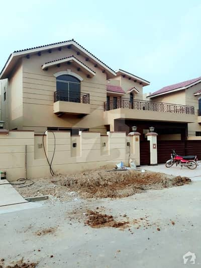 17 Marla 5 Bedroom House In Askari 10, Lahore Is Available For Rent.