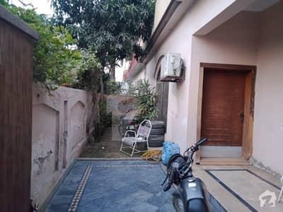 پی سی ایس آئی آر ہاؤسنگ سکیم فیز 2 پی سی ایس آئی آر ہاؤسنگ سکیم لاہور میں 5 کمروں کا 10 مرلہ مکان 85 ہزار میں کرایہ پر دستیاب ہے۔