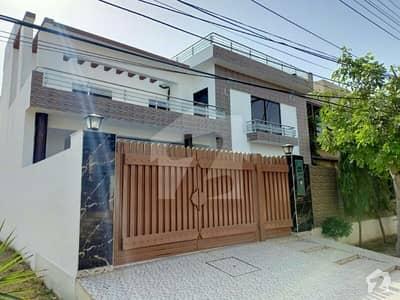 یو ای ٹی ہاؤسنگ سوسائٹی لاہور میں 8 کمروں کا 1 کنال مکان 3.25 کروڑ میں برائے فروخت۔