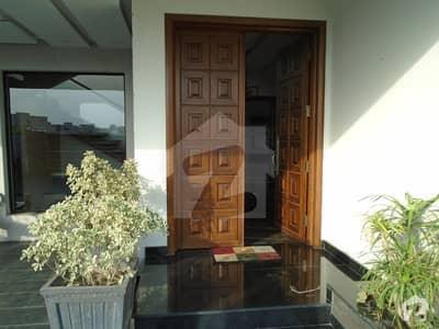 آئیکن ویلی لاہور میں 4 کمروں کا 10 مرلہ فلیٹ 1.3 کروڑ میں برائے فروخت۔