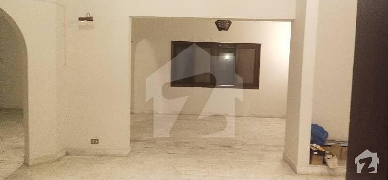 ڈی ایچ اے فیز 4 ڈی ایچ اے کراچی میں 3 کمروں کا 1.2 کنال بالائی پورشن 1.2 لاکھ میں کرایہ پر دستیاب ہے۔