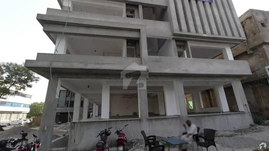 جی ۔ 8 مرکز جی ۔ 8 اسلام آباد میں 4 مرلہ دفتر 5.5 کروڑ میں برائے فروخت۔