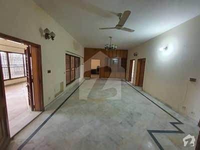 اقبال ایوینیو فیز 2 اقبال ایوینیو لاہور میں 7 کمروں کا 1 کنال مکان 1.7 لاکھ میں کرایہ پر دستیاب ہے۔