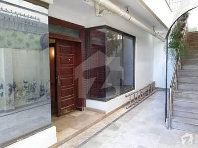 جموں اینڈ کشمیر ہاؤسنگ سوسائٹی جی ۔ 15 اسلام آباد میں 5 کمروں کا 8 مرلہ مکان 60 ہزار میں کرایہ پر دستیاب ہے۔