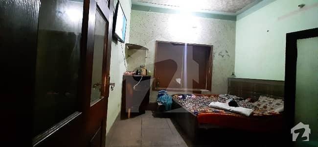 شاہ جمال لاہور میں 2 کمروں کا 3 مرلہ بالائی پورشن 19 ہزار میں کرایہ پر دستیاب ہے۔