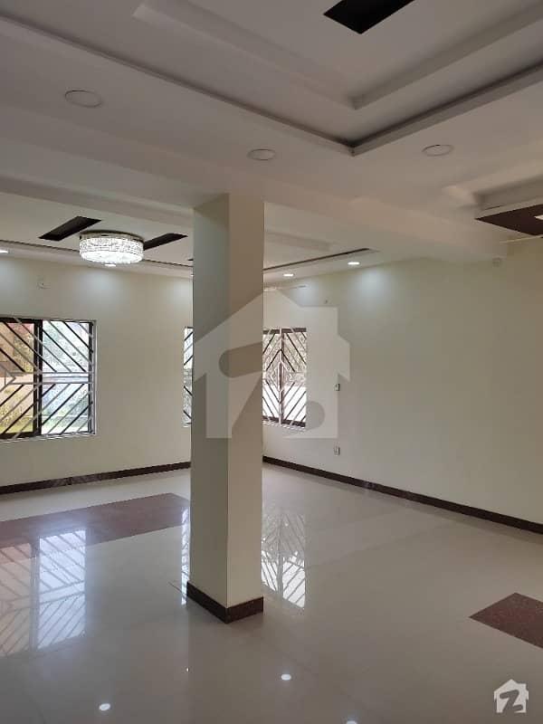 نشیمنِ اقبال فیز 2 نشیمنِ اقبال لاہور میں 6 کمروں کا 1 کنال مکان 2.7 کروڑ میں برائے فروخت۔