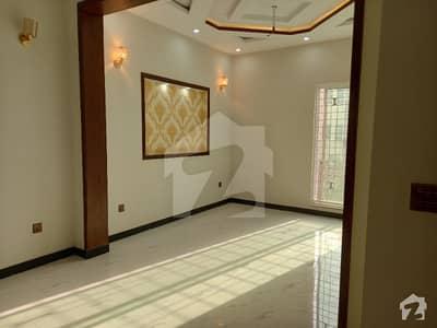 جوبلی ٹاؤن لاہور میں 5 کمروں کا 5 مرلہ مکان 1.35 کروڑ میں برائے فروخت۔
