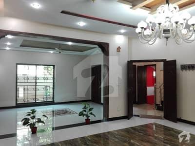 ویلینشیاء ہاؤسنگ سوسائٹی لاہور میں 5 کمروں کا 1 کنال مکان 2 لاکھ میں کرایہ پر دستیاب ہے۔