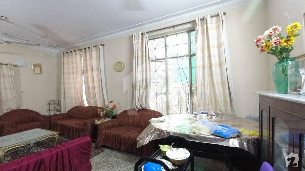 علامہ اقبال ٹاؤن ۔ زینت بلاک علامہ اقبال ٹاؤن لاہور میں 3 کمروں کا 10 مرلہ مکان 2 کروڑ میں برائے فروخت۔