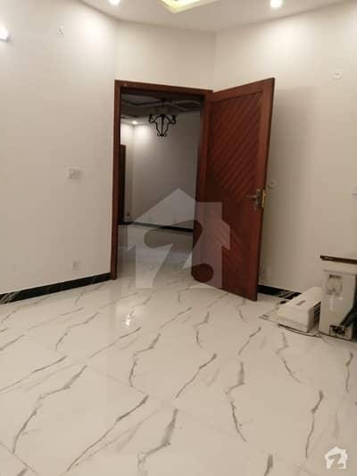 بحریہ ٹاؤن فیز 8 ۔ بلاک اے بحریہ ٹاؤن فیز 8 بحریہ ٹاؤن راولپنڈی راولپنڈی میں 5 کمروں کا 1 کنال مکان 1.65 لاکھ میں کرایہ پر دستیاب ہے۔