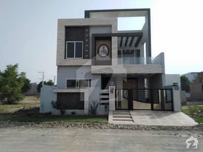 واپڈا سٹی فیصل آباد میں 4 کمروں کا 10 مرلہ مکان 2.2 کروڑ میں برائے فروخت۔