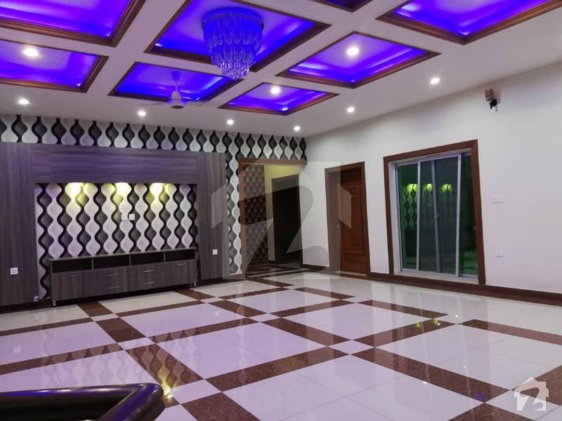 بحریہ ٹاؤن جاسمین بلاک بحریہ ٹاؤن سیکٹر سی بحریہ ٹاؤن لاہور میں 5 کمروں کا 1 کنال مکان 1.55 لاکھ میں کرایہ پر دستیاب ہے۔