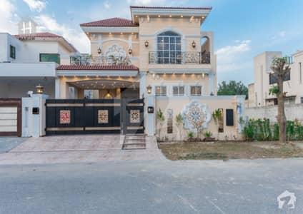 Most Beautiful 10 Marla Villa Came for Sale in Phase 8
