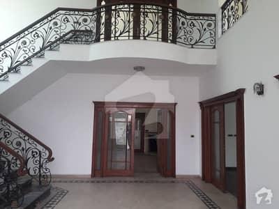 ڈی ایچ اے فیز 2 ڈیفنس (ڈی ایچ اے) لاہور میں 6 کمروں کا 2 کنال مکان 3 لاکھ میں کرایہ پر دستیاب ہے۔