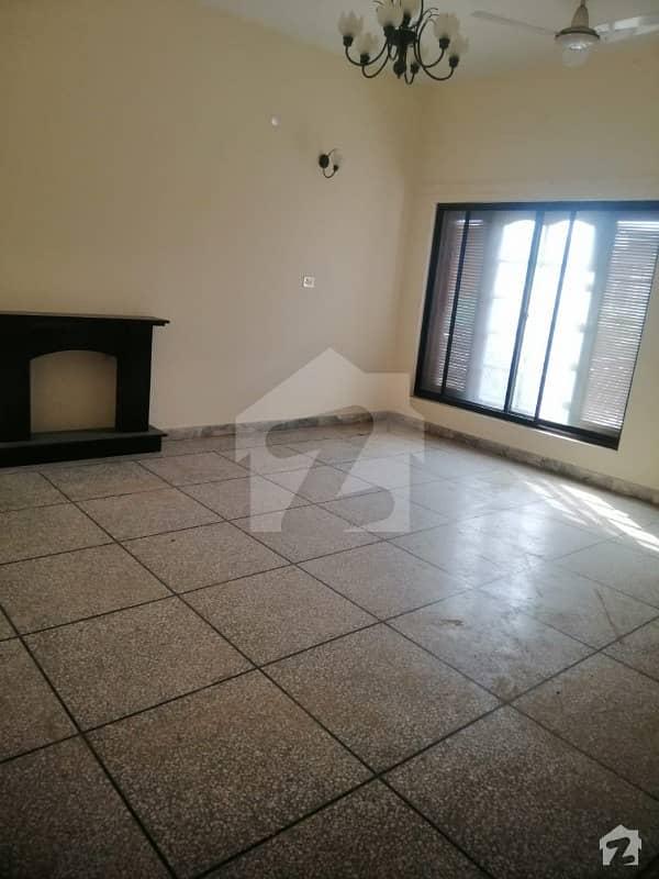 ایف ۔ 11 اسلام آباد میں 4 کمروں کا 1 کنال مکان 10 کروڑ میں برائے فروخت۔