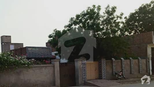 ستارہ کالونی فیصل آباد میں 3 کمروں کا 18 مرلہ مکان 1.8 کروڑ میں برائے فروخت۔