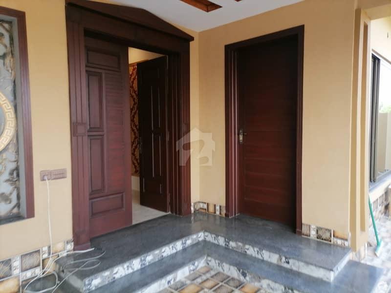 نشیمنِ اقبال فیز 2 نشیمنِ اقبال لاہور میں 7 کمروں کا 1 کنال مکان 2.98 کروڑ میں برائے فروخت۔