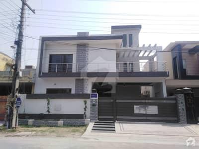 ابدالینزکوآپریٹو ہاؤسنگ سوسائٹی لاہور میں 5 کمروں کا 16 مرلہ مکان 1.7 لاکھ میں کرایہ پر دستیاب ہے۔