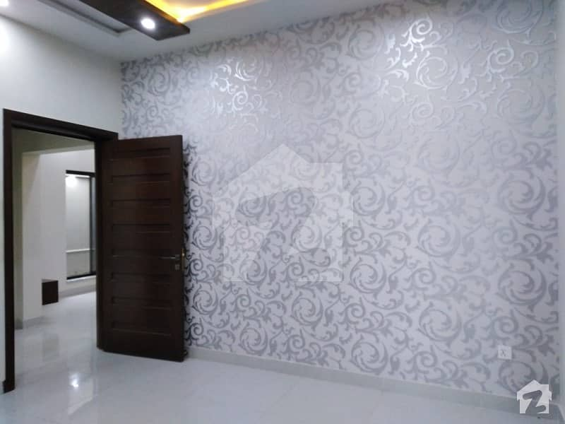 واپڈا سٹی ۔ بلاک بی واپڈا سٹی فیصل آباد میں 4 کمروں کا 10 مرلہ مکان 2.4 کروڑ میں برائے فروخت۔